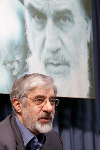 یک اصلاح طلب شیفته خمینی و افکار وی است و چون میر حسین موسوی، آرزوی بازگشت به دوران طلایی وی را دارد. چگونه امکان دارد با وجود اصلاح طلبان و پذیرفتن ایشان به عنوان اپوزوسیون مخالف حکومت اسلامی، موفق به سرنگون کردن رژیم شد؟