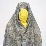 فرتور زن ستیزی اسلامی را به روشنی بیان می کند، تنها مسلمانان هستند که زنان و همسران خویش را به چشم قوری، صندلی و دیگر وسایلی که خریده اند و در خانه شان موجود است نگاه می کنند. فرتور آثار خانم شادی غدیریان می باشد.