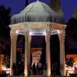 فرتور آرامگاه زیبای شاعر گرانقدر ایران زمین، حافظ را در شهر شیراز نشان می دهد. آرامگاه حافظ در نخستین روز از سال ۱۳۹۱ محل تجمع میهن پرستانی بود که سال نو را نه با دعای عربی، که با سرود زیبای «ای ایران» آغاز نمودند.