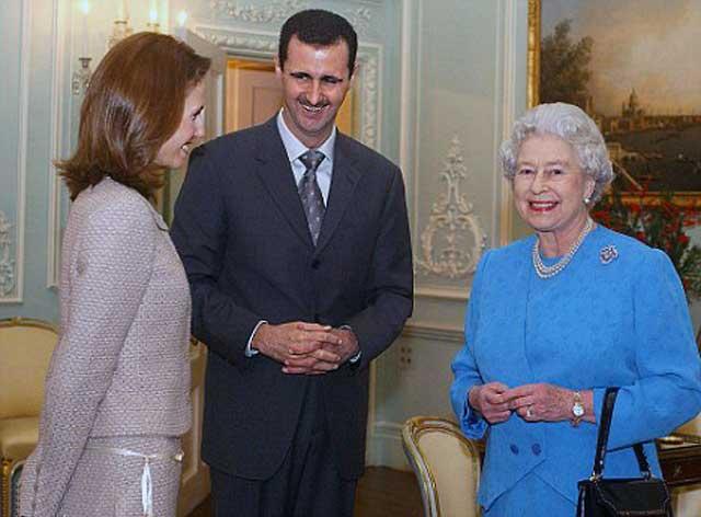 رابطه انگلیس با سوریه- دولت انگلیس راههای زیادی را برای استثمار کشورهای دیگر در پیش می گیرد. یکی از این راهها، نفوذ ملکه انگلیس بر افراد کشورهای دیگر است. در این فرتور، ملکه انگلیس بر روی اسماء اسد که زاده انگلیس است اثر و نفوذ زیادی دارد که پیامد آن هجوم سرمایه داران انگلیس به کشور سوریه، غارت و دردست گرفتن اقتصاد آن کشور است.