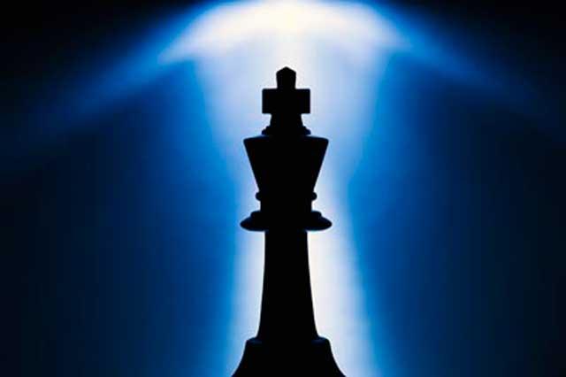 شطرنج بازی اندیشه و خرد است؛ همانگونه که زندگی کردن و پیروز شدن نیز نیازمند خردمند بودن و استفاده درست و به موقع از شرایط است. در شطرنج و زندگی کسی برنده است که قوانین را خوب بشناسد و ضمن رعایت قوانین، با استفاده از خرد خود، از اشتباه رقیبانش به نفع خود استفاده کرده و برنده میدان باشد.