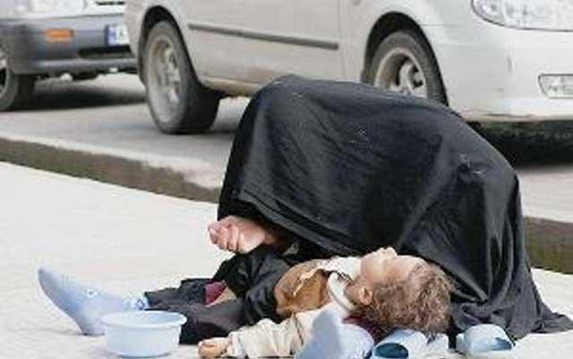 روزانه هزاران مورد از اینگونه زنان و مردان کارتن خواب را در خیابان ها می بینیم و بی تفاوت از کنارشان می گذریم؛ چرا؟ آیا آنان شایسته کمک و دستگیری نیستند؟ و یا این ما هستیم که تغییر کرده و تبدیل به ربات هایی بی احساس گشته ایم؟