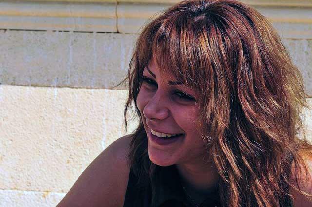 ندا مظهر و سمبل دختران آزاده و آزاد منش ایران، در این فرتور به زندگی لبخند می زند