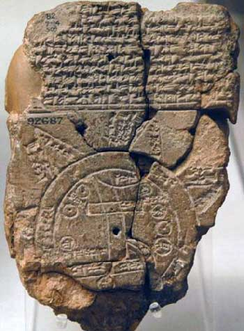 این لوح گل پخته شده مربوط به ۲-۳ هزار سال پیش از زایش مسیح است که در منطه بابل (عراق کنونی) پیداشده و هم اکنون در موزه بریتانیا نگهداری می شود.