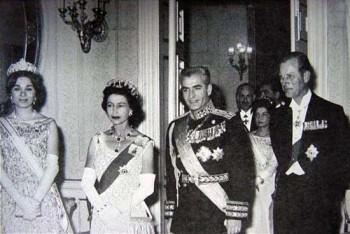 ملکه الیزابت سفیر غارتگری و نماینده چپاول کردن کشورهای دیگر است. این خانم از سوی دولت بریتانیا هرچند وقت سری به کشورهای درمانده و به اصطلاح شکارهای ناتوان می زند و با چرب زبانی و چاپلوسی آن کشور درمانده را وادار به امضای قراردهای سنگین و وابستگی اقتصادی می کند.