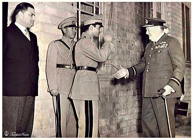 وقتی چرچیل یک فاشیست بین المللی و دشمن شماره یک ملت و کشور ایران، با وجد و خوشحالی به شاه دست می دهد، یعنی چه، یعنی این که رژیم گذشته دربست در اختیار این کشورهای غارتگر بود. هرکس این ها را ندیده بگیرد و بخواهد ماله کشی کند، بی تردید خائن به مملکت ایران است.