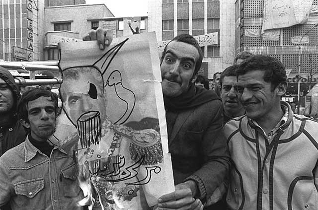خشم و طغیان مردم برای ۲۵ سال دیکتاتوری شاه و ۳۷ سال مفتخوری، و غارتگری او و بستگانش، در سال ۱۹۶۷ به اوج خود رسید.