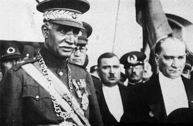 رضا شاه برای دیدن پیشرفت های ترکیه به آنکارا رفت و با کمال آتاتورک به گفتگو نشست. از آن سفر تجربیات زیادی به دست آورد.
