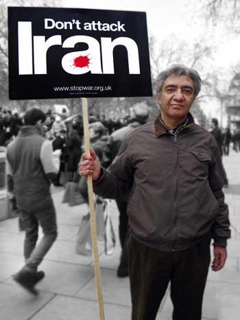 این فریاد هر ایرانی شرافتمند است. حمله به ایران، یعنی گرفتن خاک کشورمان، غارتگری، تجاوز، و بهره برداری و نسلی به خدمت بیگانه در آمدن است.