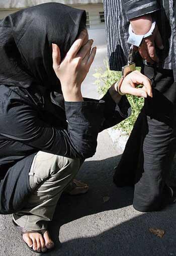 دو تن از دهها روسپی سرگردان و نگون بخت جامعه ایرانی که در نتیجه ازدواج های در سنین پایین و یا نا متناسب، و یا تنگدستی و فقر مادی بدینکار کشیده شده اند.