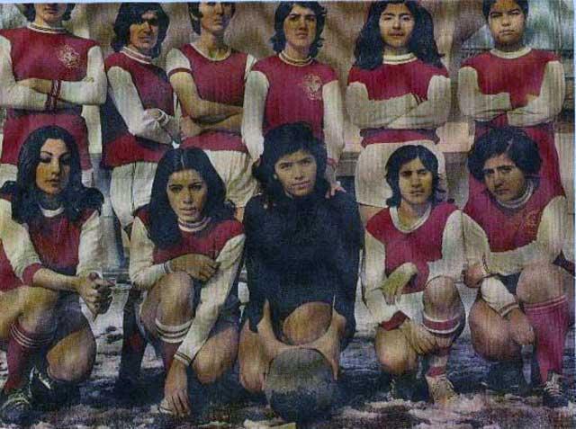 پیش از این انقلاب ننگین، دختران ایرانی سرفراز و سربلند در بسیاری از فعالیت های اجتماعی، از جمله فوتبال شرکت داشتند. چنانچه این وضع ادامه می یافت، هم اکنون فوتبال زنان ما در صدر ورزش جهان و درخشان و موجب بالیدن و افتخار هر ایرانی نیکو سرشت بود. حال، نه تنها ورزش بانوان ما به کلی از میان رفت، ورزش پسران، به ویژه فوتبال آنان نیز به جایی نرسید.. پس جنایت و زن ستیزی آخوند را در همه ابعاد می توانیم لمس کنیم.