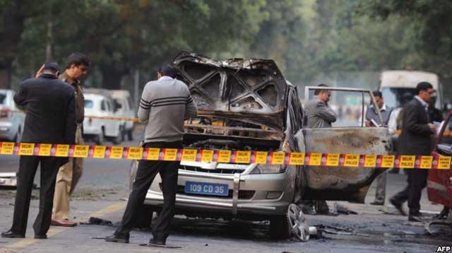 این خودرو نماینده اسرائیل در هندوستان است که پس از انفجار بمب بدین شکل در آمده است.