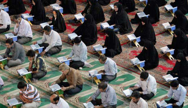 بی معناترین و بی خردترین کاری که یک مسلمان به طور طوطی وار، و بدون هیچ اندیشه ای انجام می دهد قرآن روی سر گذاشتن است. اگر مسلمانان از محتویات و نوشته های قرآن اطلاعی داشتند، بی تردید آن را درون گنجه و یا تاقچه می گذاشتند که در حقیقت کتابی شر افکن و دشمن برانگیز است تا یک کتاب مفید و به دردبخور اجتماعی
