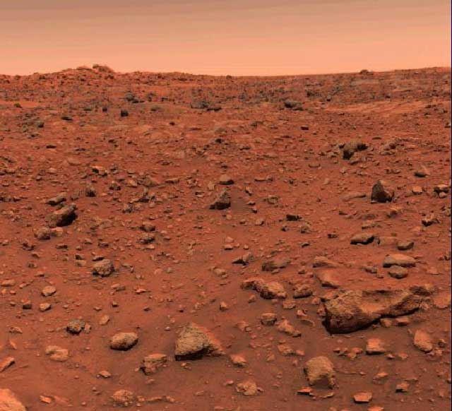 این تصویری است که وایکینگ ۱ در سال ۱۹۷۶ از کره مریخ به زمین فرستاده است.