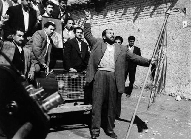 شعبان بی مخ، لات ها و چاقو کش های میدان امین السطان با رهبری اشرف پهلوی، به خانه مصدق حمله بردند، و همه چیز را شکستند و یا غارت کردند.