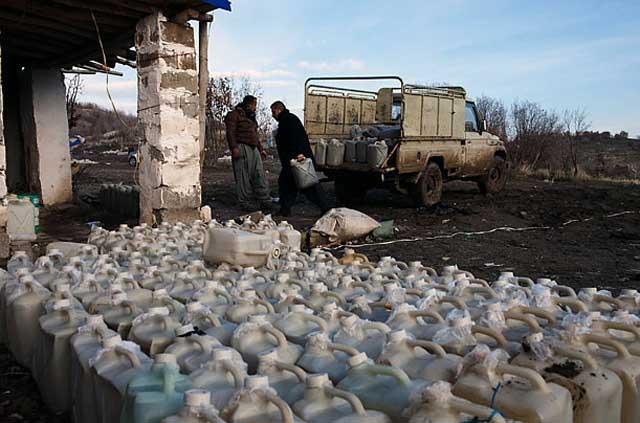 قاچاق نفت از سوی دولت ایران به عراق یکی از صدها قاچاق به کشورهای دیگر بوده است.