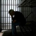 بیش از یک سال از دستگیری شایگان اسفندیاری، وبلاگ نویس طناز مان می گذرد و شوم بختانه هیچ خبری از حتی زنده بودن وی در دست نیست. امیدواریم که فعالین حقوق بشر، هر چه زودتر ما را از نگرانی در آورده و خبری مبنی بر وضعیت وی منتشر کنند.