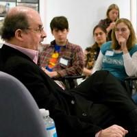 افزایش جایزه کشتن سلمان رشدی، به دلیل توهین به مقدسات آخوند
