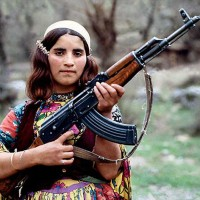 kurd-woman-with-ak47-defending-her-land