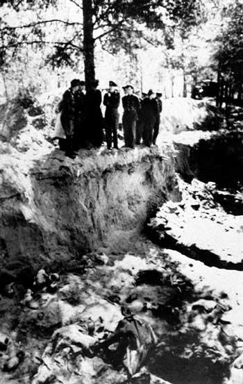در سال ۱۹۴۰ بیش از ۲۲،۰۰۰ نفر از فرماندهان ارتش لهستان که به وسیله روسها دستگیر شده بودند، در جنگل کاتیان در منطقه غربی روسیه به طرز وحشتناکی سر به نیست شدند.