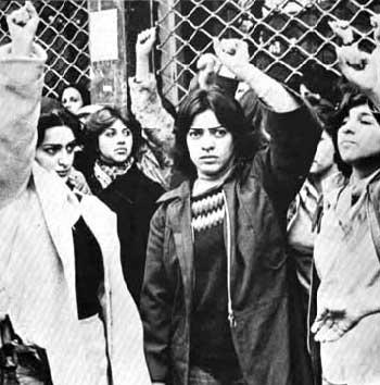 در سال ۱۳۵۷ زنان ایران برای اعتراض به حجاب اجباری و زور و ستم آخوند به خیابان ها آمدند و از سوی مزدوران رژیم اسلامی سرکوب شدند.