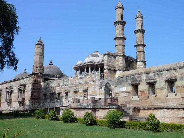 مسجد بزرگ (جامع) در چامپانر گجرات هندوستان ساخت قرن ۱۵ میلادی