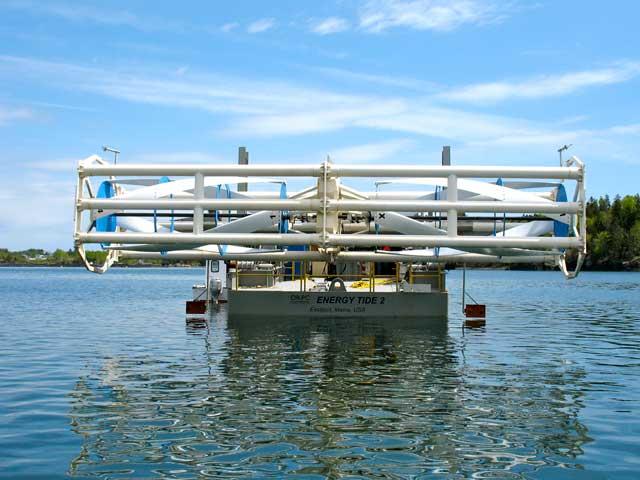 از نیروی وزش باد در دریا و اقیانوس نیز به آسانی می توان توربین ها را به چرخش در آورد و الکتریسته به دست آورد.