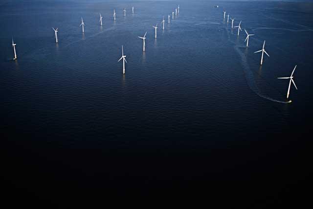 گرفتن انرژی الکتریکی از جریان باد در دریای شمال میان انگلیس و نروژ- کاری ساده، کم هزینه، و آسان