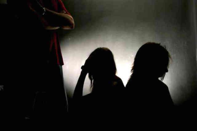 زنان بزرگترین قربانیان قاچاق انسان هستند که در بیشتر مواقع به عنوان برده های جنسی و در برخی مواقع نیز به عنوان برده های کاری مورد استفاده قرار می گیرند. شوم بختانه بانوان ایرانی نیز در حال قاچاق شدن و به تباهی کشانده شدن می باشند.
