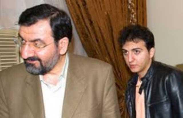 در این تصویر، محسن رضایی (پدرناخلف)، با فرزند دلیر و ضد رژیم آخوندی خود احمد رضایی (فرزند خلف) دیده می شوند.