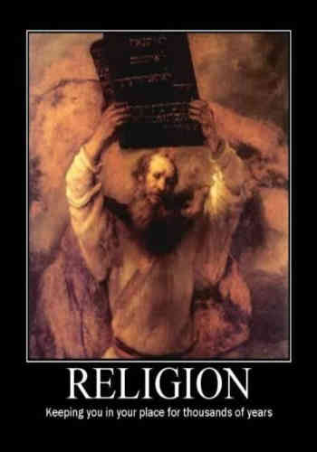 فرتور می گوید: مذهب شما را سرِ جای تان، برای هزاران سال، نگاه می دارد؛ این جمله پُر محتوا بدین معناست که مذهب سرچشمه عقب افتادگی و کم خردی و سبب عدم پیشرفت مردمان است.