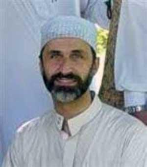 شیخ احمد معتز الخطیب  پیشنمازی که به عنوان رهبر مخالفین رژیم بشار اسد مورد تأیید غرب قرار گرفته شده است.-