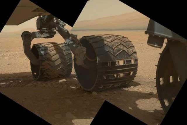 کاوشگر کنجکاوی در منطقه ای از سطح مریخ
