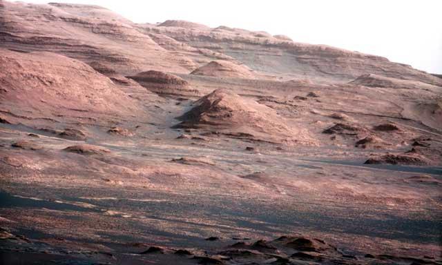 این تصویری است که از فراز و نشیب سطح کره سرخ رنگ مریخ گرفته شده. کره ای که امکان وجود آب در لایه های آن زیاد است.