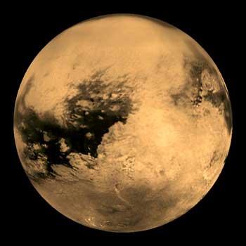 تصویر: ماه تایتان از ماه های سیاره ی کیوان، در این کره زندگی و حیات اولیه تا اندازه ای پیش بینی می شود.