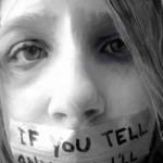 حکومتِ اسلامی کودَک آزارِ رَوان پَریش را تَبرئه و وبلاگ نویسِ آزادی خواه را می کُشَد!
