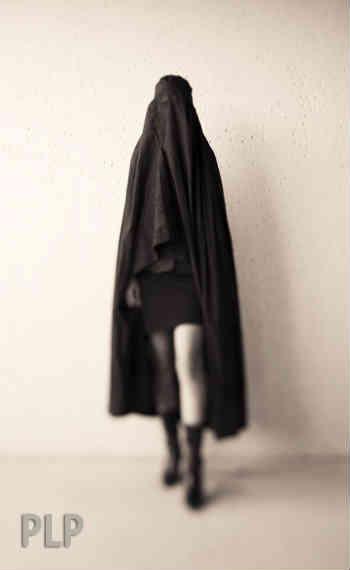 """در اسلام نه تنها به زنان به چشم کالاهایی قابل خرید و فروش نگاه می شود بلکه حتی به هنگام ازدواج که در دیدگاه """"انسان ها"""" بسیار امر زیبا و گرانقدری است، به ایشان مهریه و خرجی داده می شود تا در ازای آن پول، به خواسته های جسنی مردشان رسیدگی کنند؛ آیا به راستی اسلام، مکتب فاحشه خانه ها نیست؟!"""
