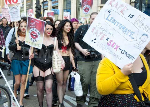 یا گروه زنان نیمه برهنه که بازهم برای اعتراض به مردسالاری، تجاوز، و زن را به صورت کالا دیدن برخاستند و در گوشه و کنار جهان به راهپیمایی پرداختند.