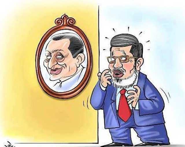 محمد مرسی تصویر دیکتاتوری خود را در صورت مبارک در آینه می بیند. به گفته ای ، رونوشت برابر اصل است. دیکتاتوری رفت، ابر دیکتاتور دیگر آمد.