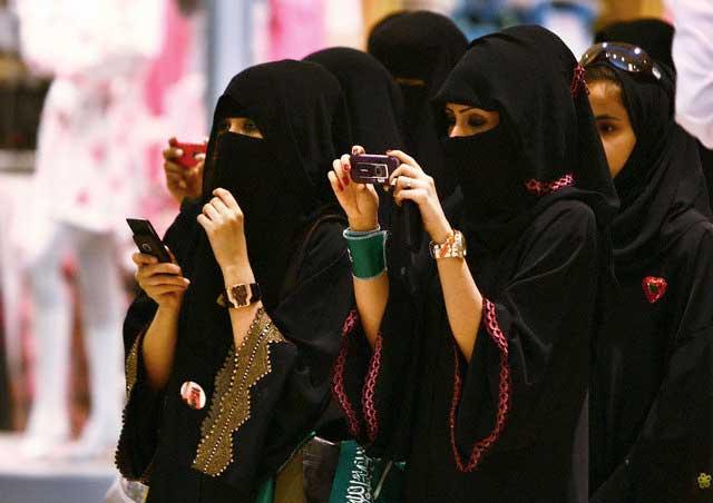 این اسلام است که زنان در عربستان را به صورت کیسه گونی های سیاه رنگ در آورده است.