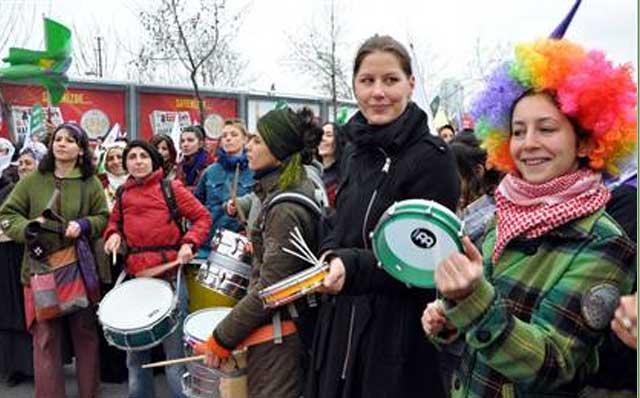 زنان ترکیه در دفاع از حقوقشان به اعتراض و تظاهرات پرداختند.