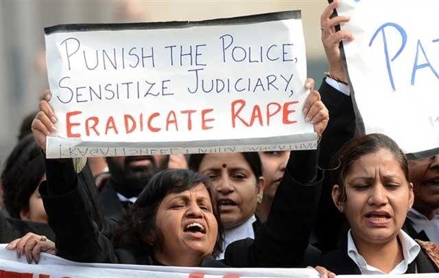 دختری در دهلی مورد تجاوز چند تن قرار می گیرد و کشته می شود، میلیون ها در سراسر هند به پا می خیزیند و اعتراض می کنند. در ایران رژیم آدم خوار هر روز و هرشب به بانویی در کلانتری ها، زندان ها، و بازداشتگاهها تجاوز می کنند و یا بی احترامی می نماید و آب از آب هم تکان نمی خورد. به راستی ما چه ملت با فرهنگ و با غیرتی هستیم!!.