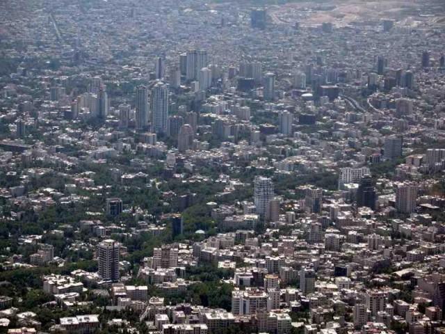 تهران، شهری بسیار پرجمعیت، با ساختمان های بلند وو برافراشته، آماج و آماده دریافت همه گونه سوانح و اتفاقات حساب نشده است. وقتی مملکتی بی صاحب ماند، کار جراحی را به دست قصاب، مکار تکنولوژی و مهندسی را به آب حوضی، و اقتصاد کشور را به دست قداره کشان و لات های میدان های جنوب شهر داد، باید در انتظار همه گونه پیش آمد و اتفاقاتی از مرگ و میر مردم بر اثر گازهای سمی، زمین لرزه، و مانند آن شد.