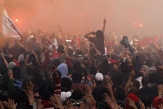 درگیری میان بینندگان فوتبال در مصر که به کشتن شماری انجامید و به دنبال آن تظاهراتی علیه حکم اعدام متهمان این فاجعه در قاهره و چند شهر دیگر پدید آمد.