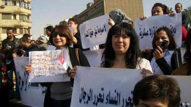 زنان شجاع و برومند مصر لحظه های از چالش خود با رژیم اسلامی زن ستیز غافل نمی مانند.