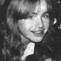 الیزابت فریتزل دختر جوانی که سالها به دست پدرش در زمیر زمینی زندانی شده و از پدرش چند فرزند به وجود آورده است.