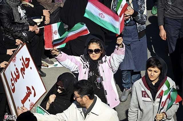 هنگامی که پای طرفداری رژیم به میان می آید، هر فاهشه ای نزی می توان بدون هر حجابی در آن شرکت جوید. هدف تنها بقای آخوند است وگرنه گور پدر حجاب و اسلام