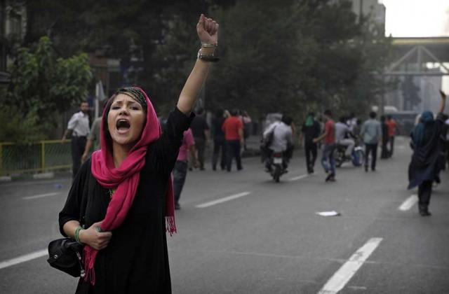 فریاد، فریادی است از ظلم و ستم اسلام پیشگان و دکانداران آن. فریادی که از گلوی هر زن و مرد آزادی خواه ایرانی بیرون می آید. این فریاد در آینده ای نه چندان دور، از گلوی هرمسلمانی در جهان بیرون خواهد آمد.