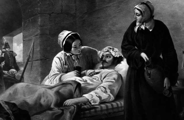 فلورانس نایتینگل Florence Nightigle, ویا بانوی چراغ به دست را باید مانند مادر ترزا از فرشتگانی دانست که همه شبهای خود را چراغ به دست در بالین بیماران و مجروحان جنگی به سر برد و موجب نجات و دلداری صدها بیمار نزدیک به مرگ شد. یادش گرامی باد. فلورانس و مادر ترزا که هردو را باید فرشتگان انسانی نامید. در برابر این فرشتگان، هیولاها و جنایتکاران فاطی کماندوها و یا بیسجی های رژیم هستند که همراه با روضه خوان مشهدی به خون آشامی و زجر و ستم دادن به جامعه می پردازند.