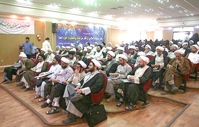 این ها آخوندهای لش، بیکاره، و مفتخورند که مملکت را مانند ارث پدری اشان میان خود تقسیم کرده اند. نتیجه آن، فقر عمومی و بیکاری و درماندگی ۱۱ میلیون جوان ایرانی است.
